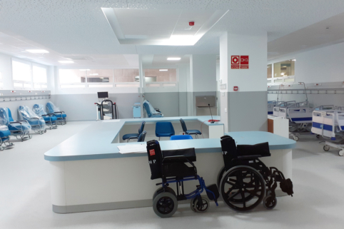 The company Sando has completed work on the Medical Day Hospital, located in the Puerta del Mar University Hospital in Cadiz. The new facilities have a capacity for 25 patients (ten beds and 15 reclining chairs) and have four multi-purpose consulting rooms and support areas.